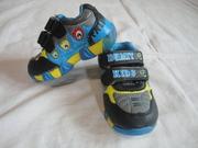 Кроссовки с подсветкой новые размер 22